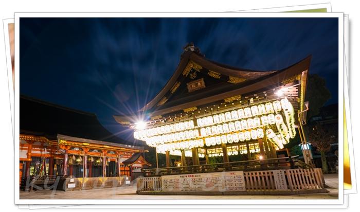 八坂神社の舞殿と本殿