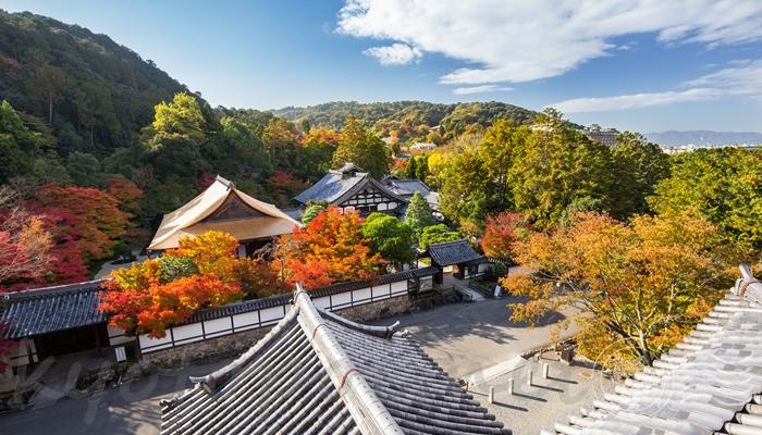 南禅寺の三門から見た紅葉の景色