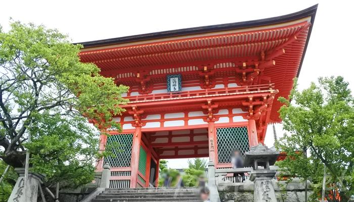 京都の世界遺産 清水寺の仁王門