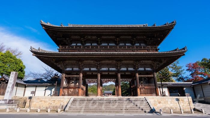 京都の世界遺産 仁和寺の二王門