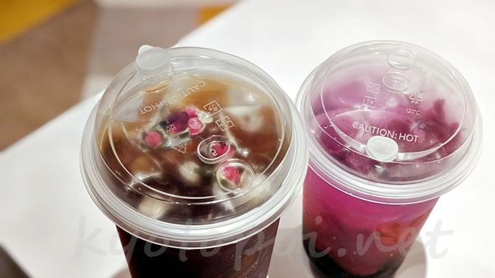 京都のタピオカ アンドハナ(&Hana)のローズプーアルティーとスペシャル花ソーダのシュワシュワローゼル