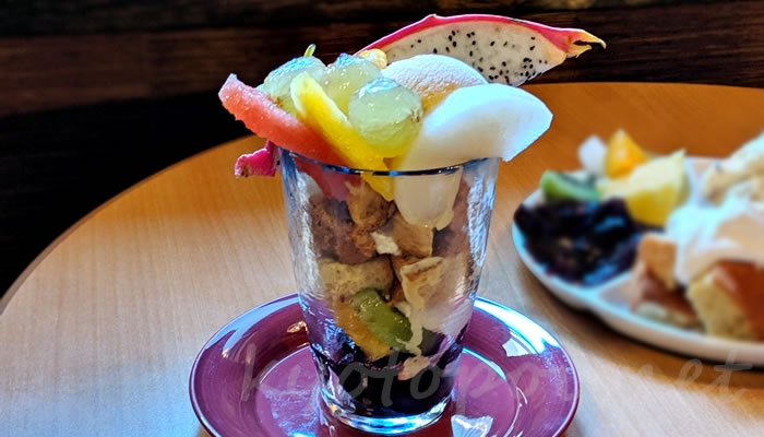 京都祇園のカフェオパール フルーツパフェ
