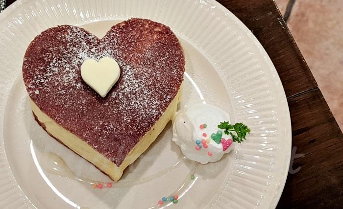 ブルーファーツリーのハートのホットケーキ