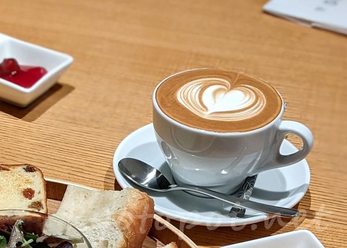 パンとエスプレッソと嵐山庭園 美味しいカフェラテ